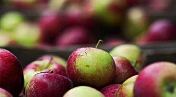 Apples by lee. CC BY-NC-ND 2.0